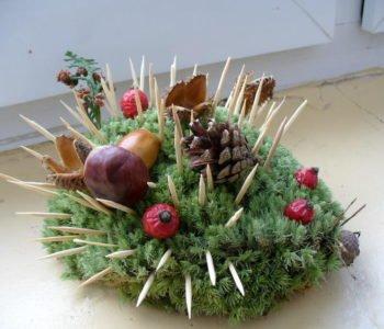 jeżyk z mchu i wykałaczek - zabawa dla dzieci