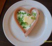 Smaczne-śniadanie-z-serduszkiem