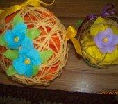 Wielkanocny-stroik-z-kwiatkami
