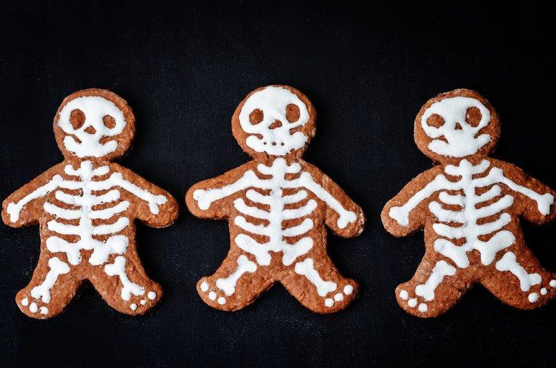 szkielety ciastka na Halloween