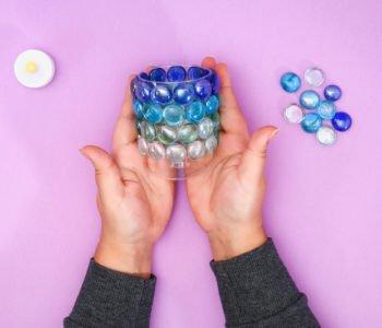 Wazonik albo świecznik z kolorowymi szkiełkami