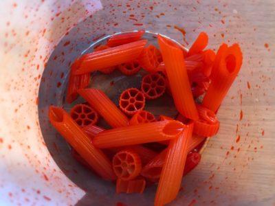 farbowanie makaronu w pudełku