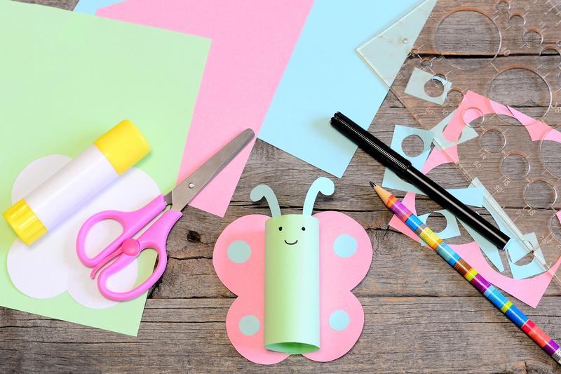 Motylek wioseny zabawa dla dzieci handmade