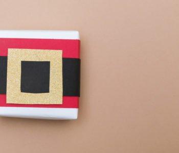 Pudełko na prezent pod choinkę – pasek Mikołaja