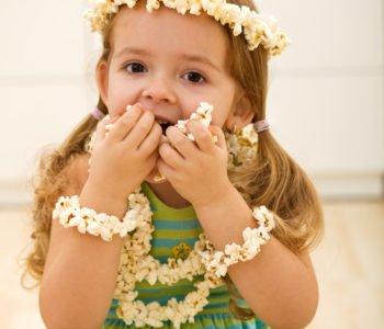 Naszyjnik z popcornu – świetny na prezent