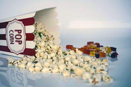 pixabay popcorn żelki cukierki kino film