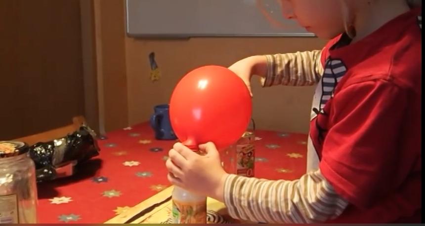 doświadczenie chemiczne samopompujący się balon