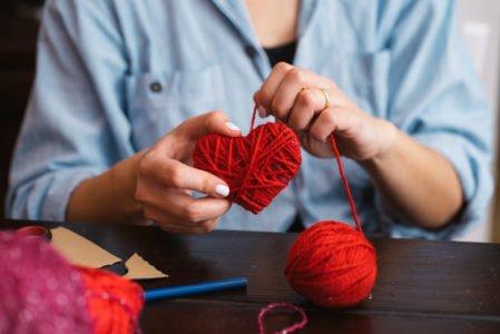 robienie serca z wełny - owijanie