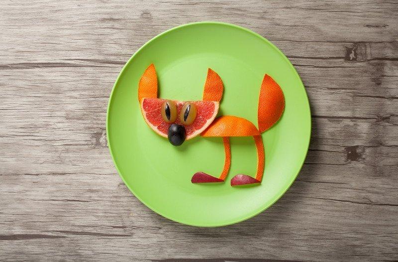 zabawa kotek z pomarańczy