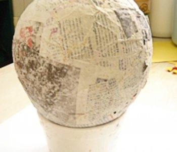 wielkie jajo z masy klejowo-papierowej
