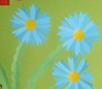 niebieskie kwiatki z papieru - zabawa plastyczna dla dzieci