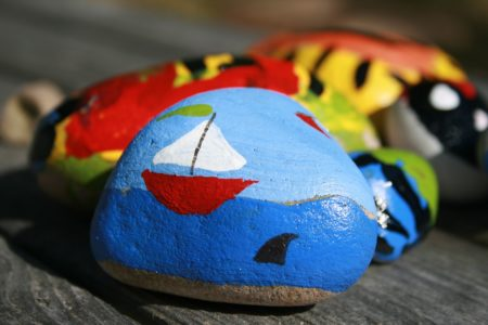 pixabay Malowane kamyki - zabawa plastyczna