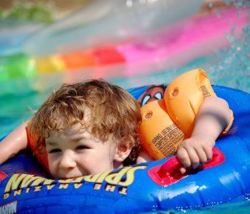 zabawy z dzieckiem w wodzie