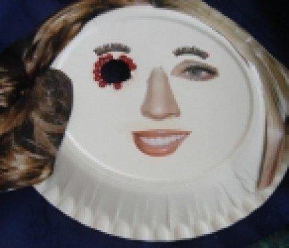 Karnawałowa maska z papierowego talerza