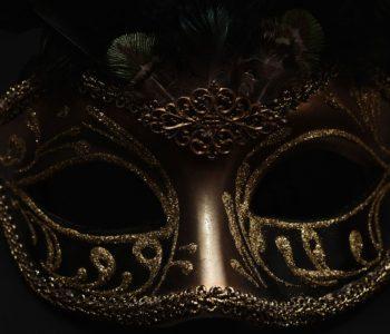 Złota maska karnawałowa