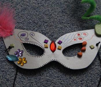 Maska karnawałowa - zabawa plastyczna dla dzieci