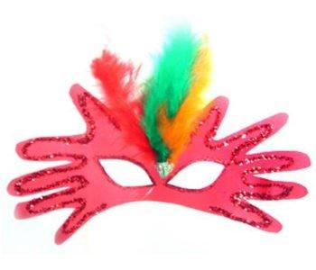Maska karnawałowa zrobiona z obrysu rączek