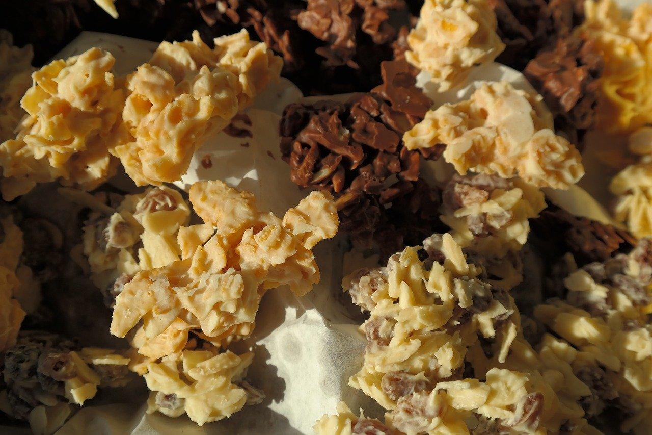 Płatki w czekoladzie, śniadanie, deser, czekoladowe płatki