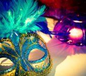 Maska wenecka złota z piórkiem na zkarnawał