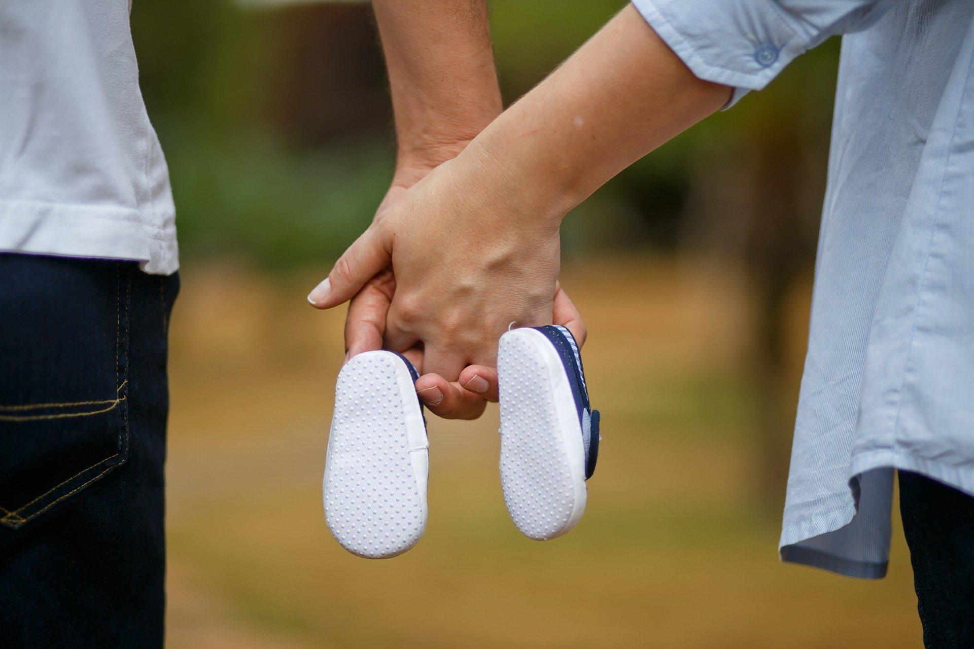 jak rozpoznać ciążę? pierwsze objawy