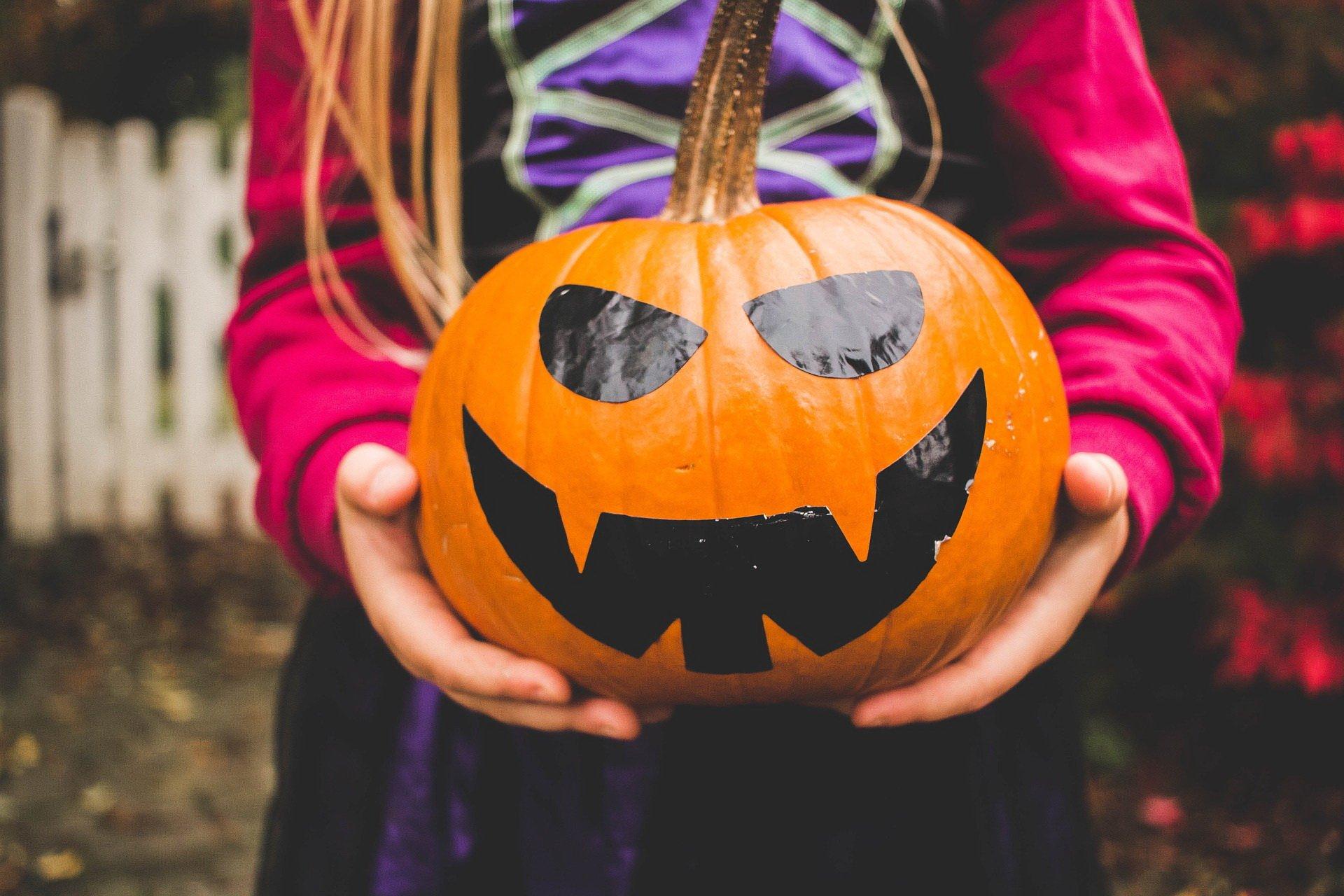 Gry i zabawy na domowe Halloween dla dzieci
