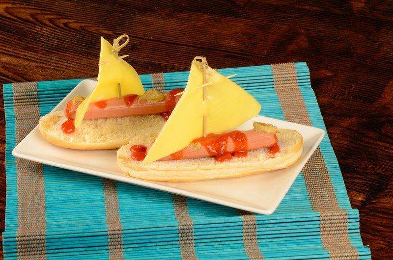 przepis na łódki z parówki i sera