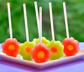 Przepis na pyszne lizaki-lody z owoców