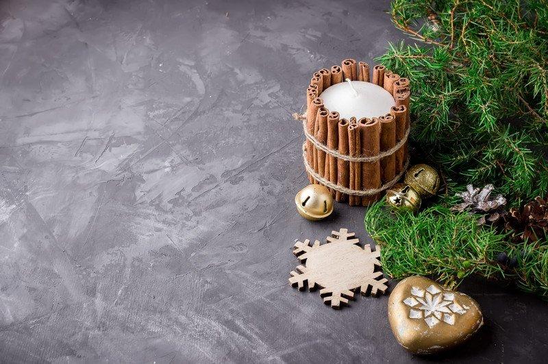 Świecznik świąteczny z cynamonu