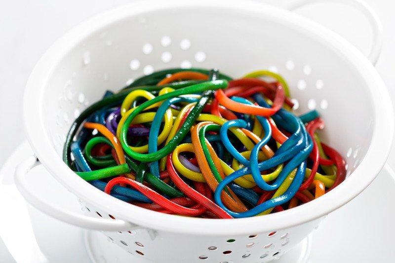 przepis na kolorowe spaghetti