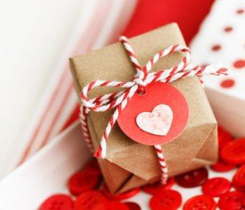 Wycinanka – etykieta na walentynkowy prezent
