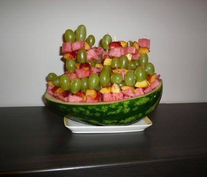 Arbuowy statek szaszłyki owocowe