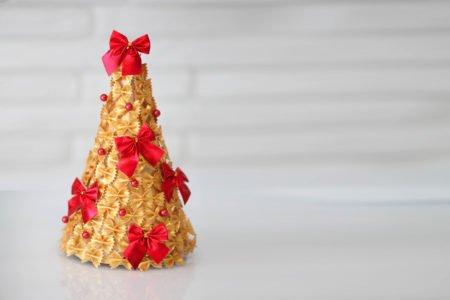 Jak zrobić choinkę z makaronu łatwe DIy dla dzieci ozdoby świąteczne