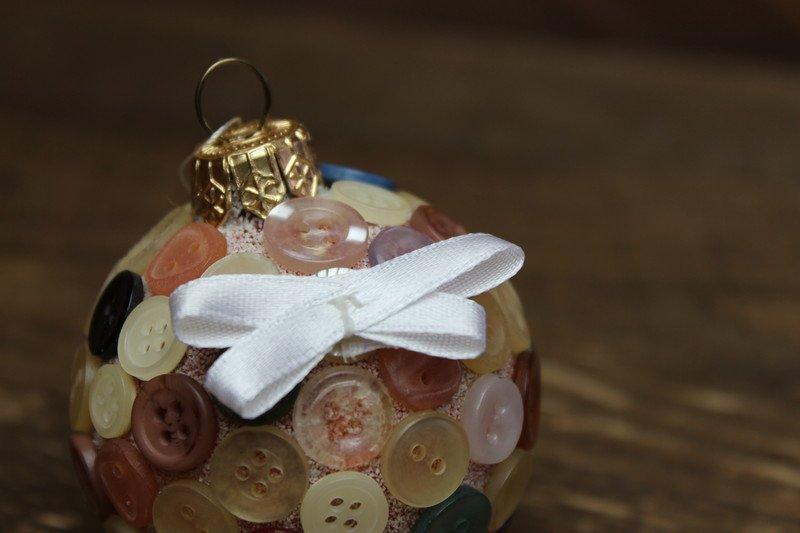 Bombki z guzików zabawy świąteczne dla dzieci