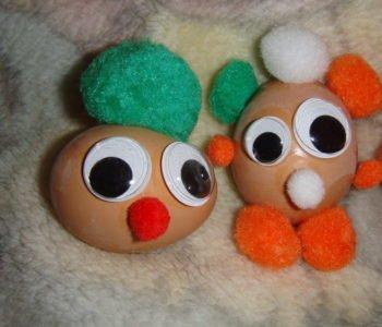 Wielkanocne ludziki z jajek na twardo