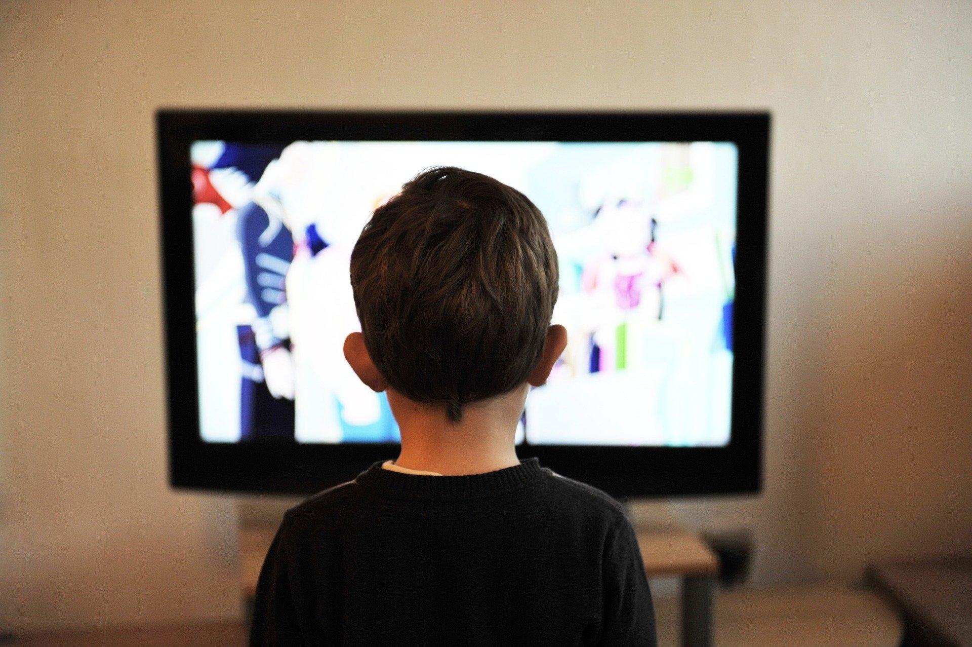 Dzieci przed telewizorem