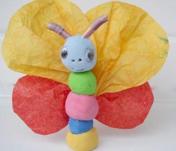 Motylki z gliny ze skrzydełkami z kolorowego papieru