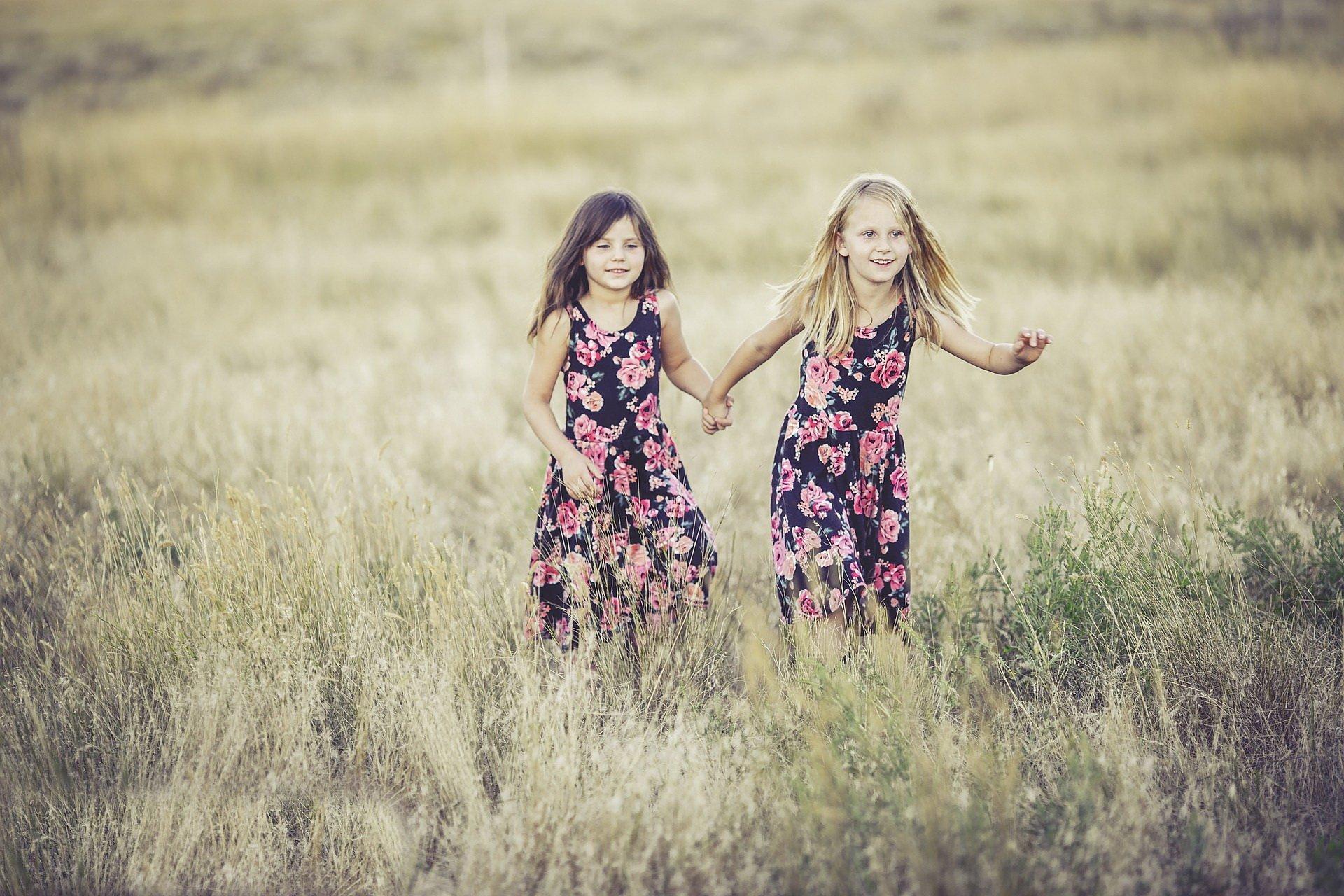 Lato, lato, lato czeka, piosenka dla dzieci na wakacje, tekst i melodia