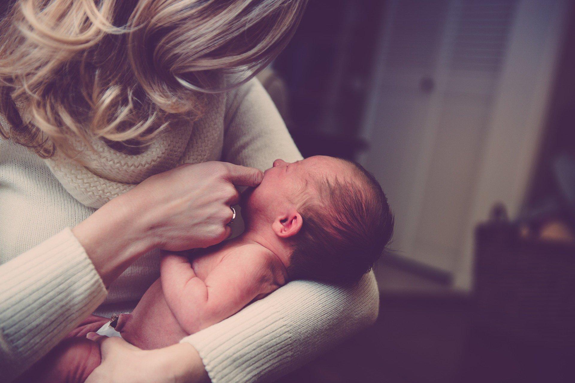 Matka z noworodkiem