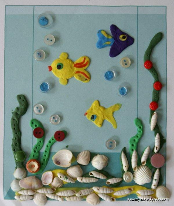 akwarium z plasteliny guzików i muszelek
