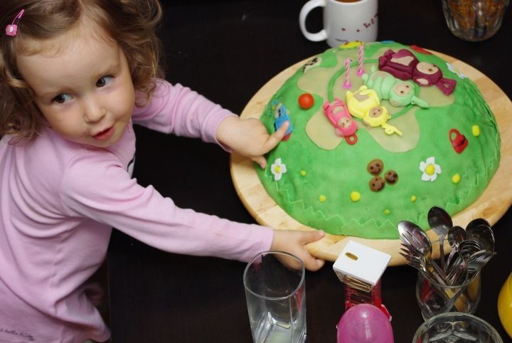 przepis na Efektowny-tort-dla-dziecka