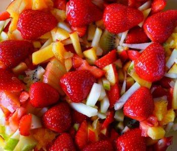 Przepis na pyszną i zdrową sałatkę owocową