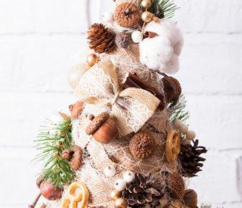 Choinka – świąteczny stroik z orzechów, szyszek i innych skarbów
