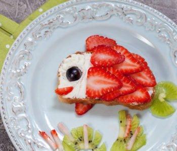 Przepis na letnią kanapkę – owocowa rybka