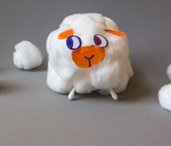 Wielkanocna owieczka z wacików