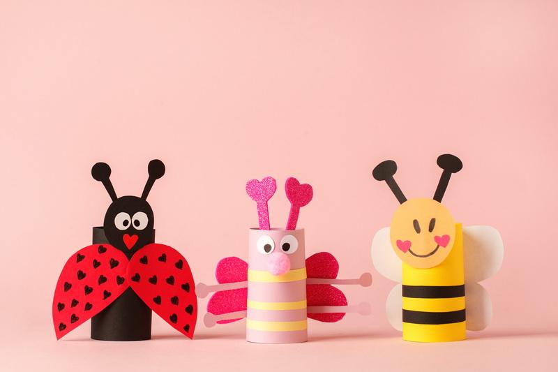wiosenne handmade dla dzieci owady z rolek po papierze toaletowym biedronka pszczółka zabawy plastyczne