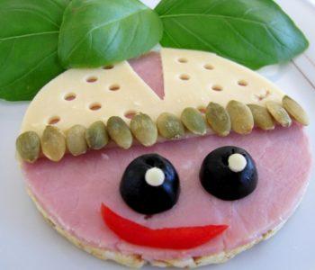 Przepis na kanapkę – biedronka na kukurydzianym waflu