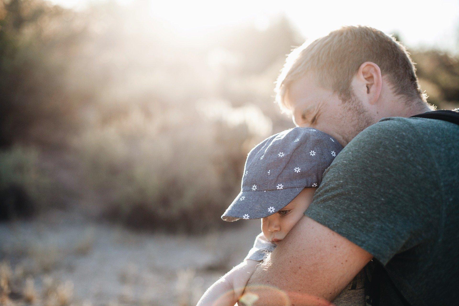 spacer z tatą, wierszyk dla taty. Piosenki i wiersze na Dzień Ojca