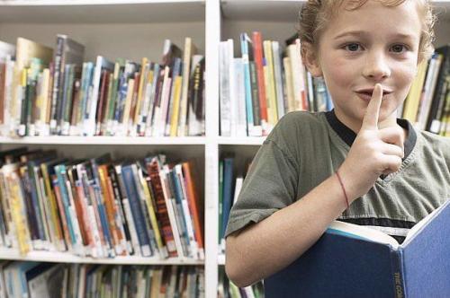 czytanie bajek w bibliotece
