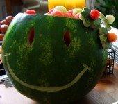 Uśmiechnięta sałatka owocowa