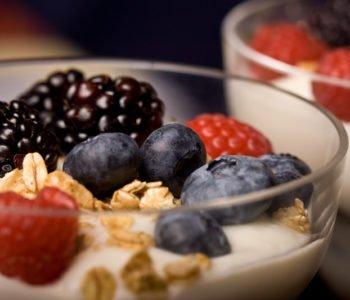 Prosty przepis na deser owocowo-śmietanowy